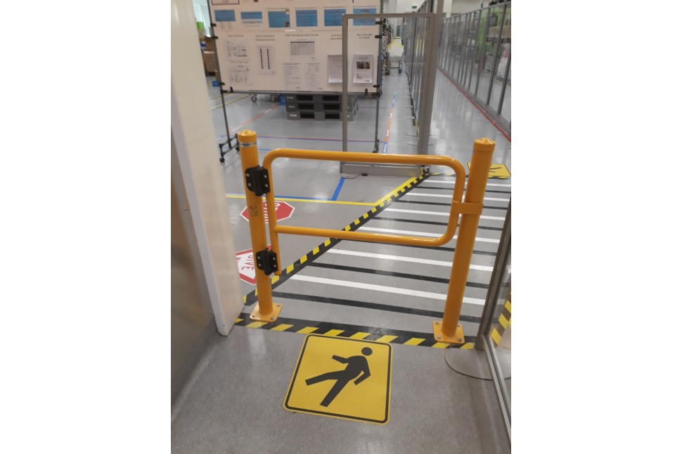Walksafe Self Closing Gate 1
