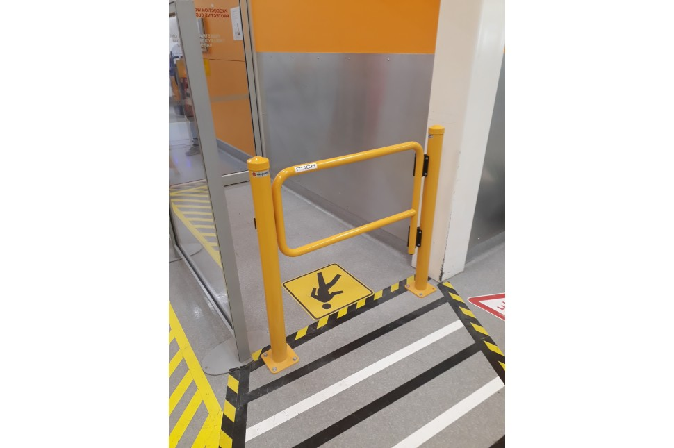 Walksafe Self Closing Gate 2